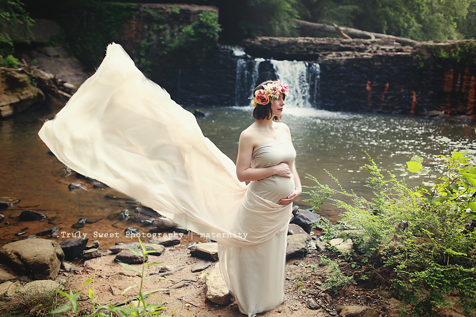 Woodstock Maternity Photographer | Truly Sweet Photography